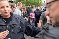19 JUL 2019, BERLIN/GERMANY:<br />  Luisa-Marie Neubauer (Mi-L), Klimaschutzaktivistin und fuehrenden Aktivistin der Initiative Fridays for Future, und Greta Thunberg, (Mi-R) Klimaschutzaktivistin aus Schweden, umgeben von Polizisten und Personenschuetzern, nach einer Demonstration von Schuelern und Jugendlichen fuer einen besseren Schutz des Klimas, Invalidenpark<br /> IMAGE: 20190719-01-081<br /> KEYWORDS: Demo, Protest, Klimaschutz, Klimawandel, climate, police, Polizei, security
