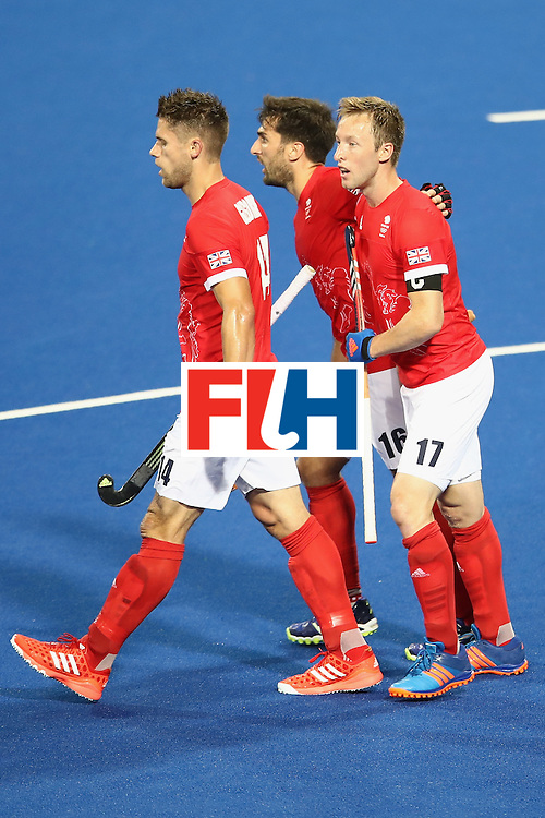 RIO DE JANEIRO, BRAZIL - AUGUST 07:   Barry Middleton of Great Britain celebrates with his team mates after scoring a goal during the men's pool A match between Great Britain and New Zealand on Day 2 of the Rio 2016 Olympic Games at the Olympic Hockey Centre on August 7, 2016 in Rio de Janeiro, Brazil.  (Photo by Mark Kolbe/Getty Images)