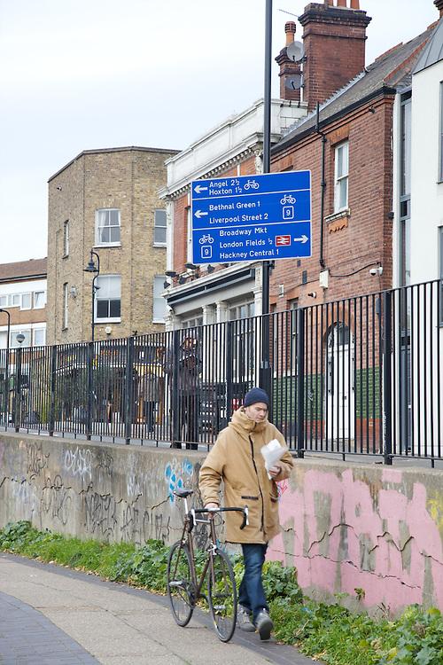 Regent's Canal in Hackney, London CREDIT: Vanessa Berberian for The Wall Street Journal<br /> HACKNEY-Lana Wrightman