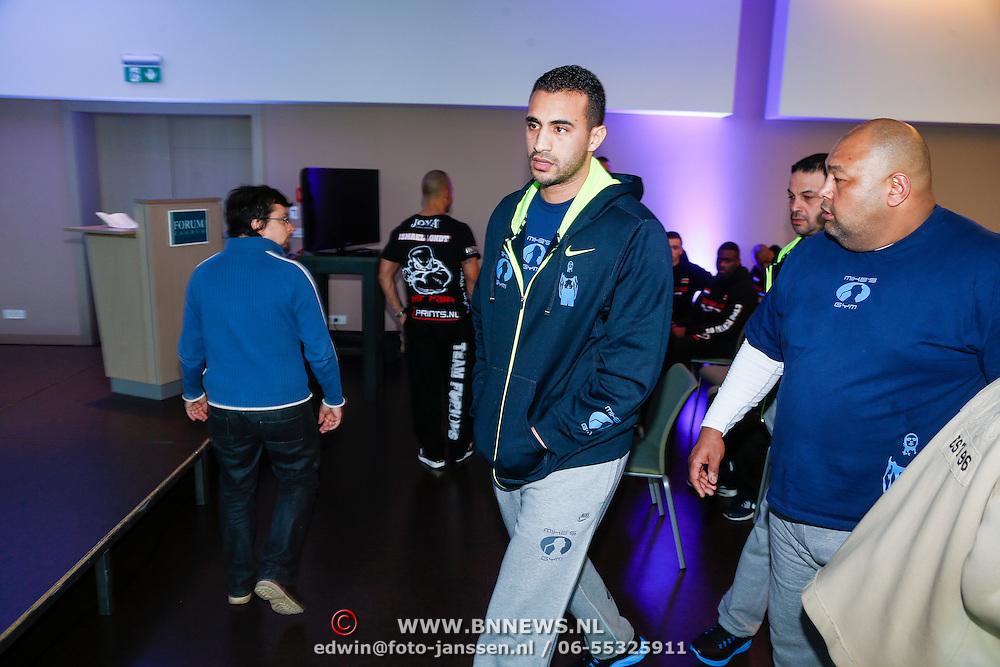 CRO/Zagreb/20130314- K1 WGP Final Zagreb, weging vd deelnemers, Badr Hari en coach Mike Passenier