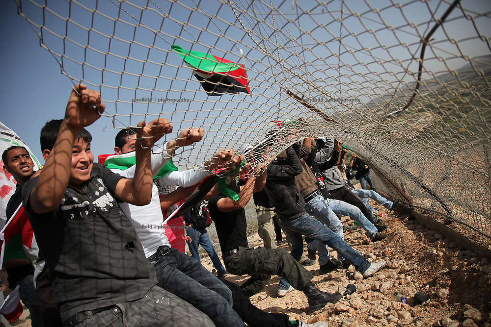 1000 gathered in Bil`in to mark the 5th anniversary of non-violent struggle against the israeli security fence. Finally protesters succeed to pull down about 30 meters of the separation fence. Israeli Forces responded by shooting rubbercoated steel bullets, gas canisters and watercanon. serveral protesters suffered injuries.