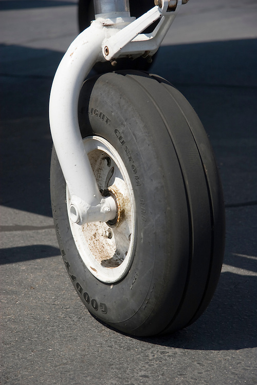 Detail of the nosewheel of a Beech King Air
