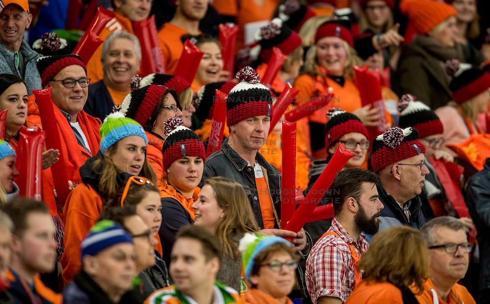 11-12-2016 NED: ISU World Cup Speed Skating, Heerenveen<br /> Support, Oranje publiek