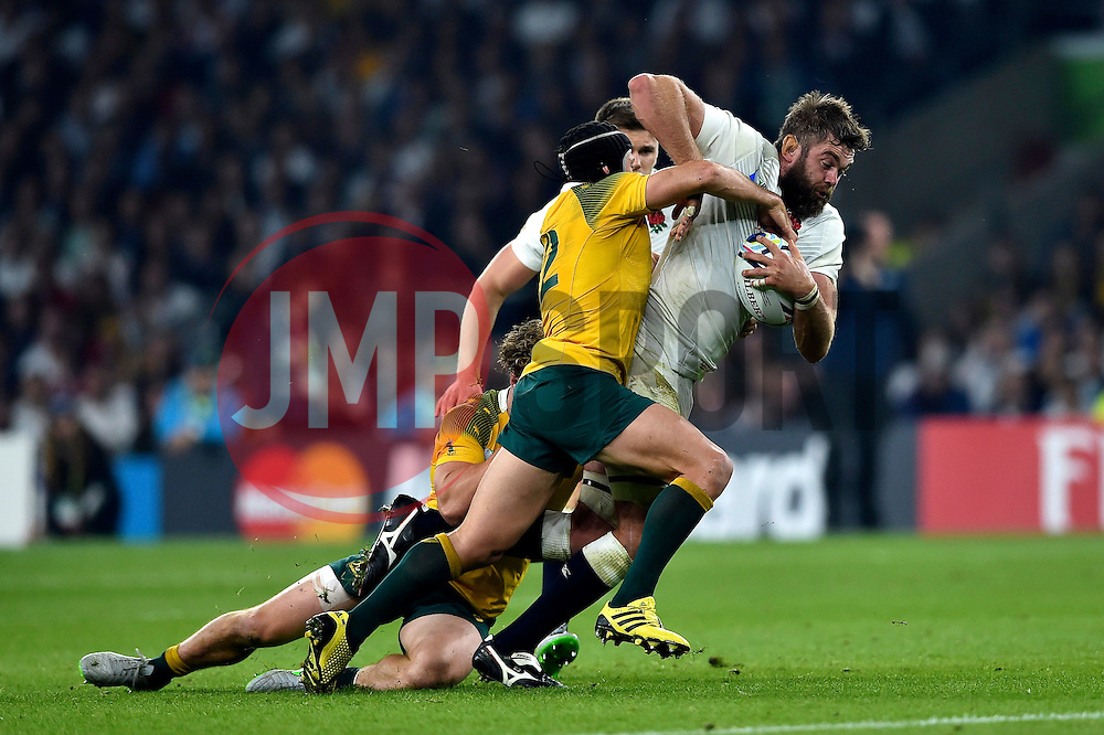 Geoff Parling of England takes on the Australia defence - Mandatory byline: Patrick Khachfe/JMP - 07966 386802 - 03/10/2015 - RUGBY UNION - Twickenham Stadium - London, England - England v Australia - Rugby World Cup 2015 Pool A.