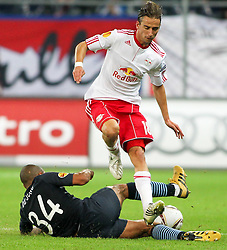 16.09.2010, Red Bull Arena, Salzburg, AUT, UEFA Euroleague , Red Bull Salzburg vs Manchester City, im Bild Nigel de Jong,(FC Manchester City, Midfield, #34) und Dusan Svento, (FC Red Bull Salzburg, Mittelfeld, #18), EXPA Pictures © 2010, PhotoCredit: EXPA/ R. Hackl