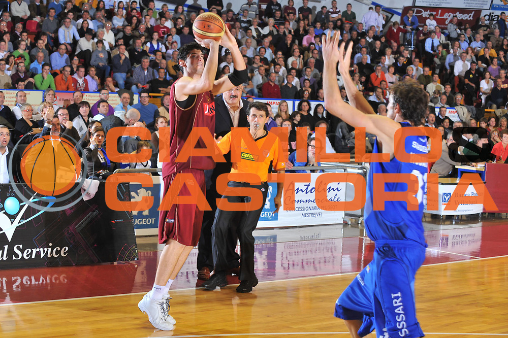 DESCRIZIONE : Venezia Lega A2 2009-10 Umana Reyer Venezia Banco di Sardegna Sassari<br /> GIOCATORE : Marco Allegretti<br /> SQUADRA : Umana Reyer Venezia<br /> EVENTO : Campionato Lega A2 2009-2010<br /> GARA : Umana Reyer Venezia Banco di Sardegna Sassari<br /> DATA : 29/11/2009<br /> CATEGORIA : Tiro Three Points<br /> SPORT : Pallacanestro <br /> AUTORE : Agenzia Ciamillo-Castoria/M.Gregolin<br /> Galleria : Lega Basket A2 2009-2010 <br /> Fotonotizia : Venezia Campionato Italiano Lega A2 2009-2010 Umana Reyer Banco di Sardegna Sassari<br /> Predefinita