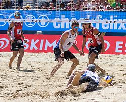 31.07.2016, Strandbad, Klagenfurt, AUT, FIVB World Tour, Beachvolleyball Major Series, Klagenfurt, Herren, im Bild Aleksandrs Samoilovs (1, LAT), Janis Smedins (2, LAT) hinten, Chaim Schalk (1, CAN), Ben Saxton (2, CAN) vorne // during the FIVB World Tour Major Series Tournament at the Strandbad in Klagenfurt, Austria on 2016/07/31. EXPA Pictures © 2016, PhotoCredit: EXPA/ Lisa Steinthaler