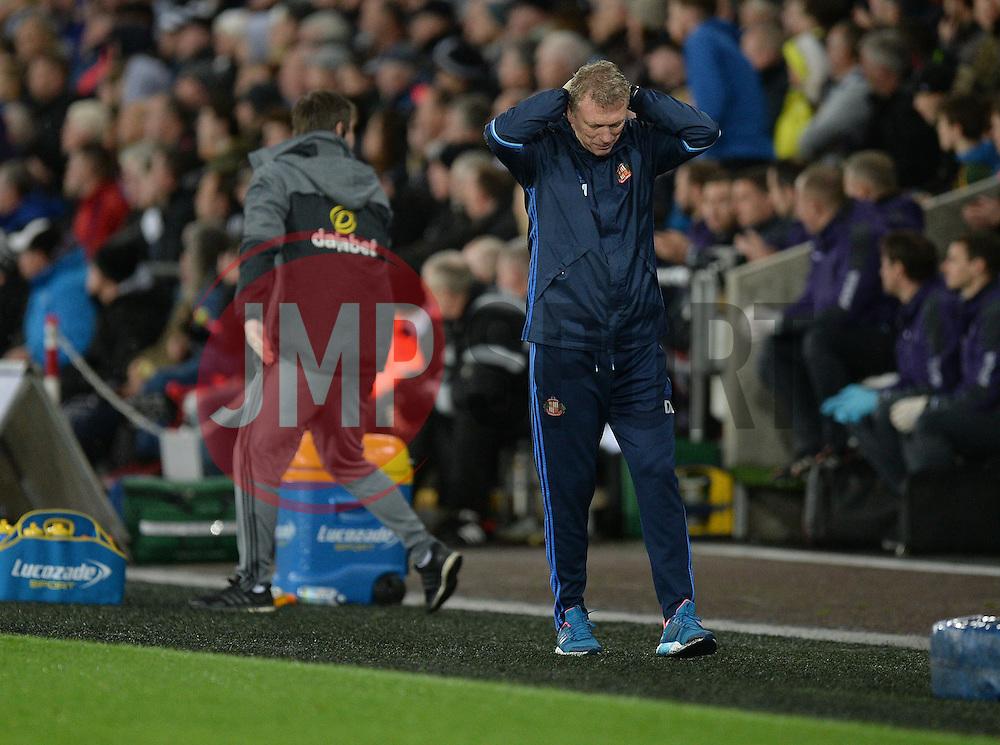 Sunderland manager David Moyes looks deflected on the touchline. - Mandatory by-line: Alex James/JMP - 10/12/2016 - FOOTBALL - Liberty Stadium - Swansea, England - Swansea City v Sunderland - Premier League