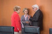 27 AUG 2014, BERLIN/GERMANY:<br /> Angela Merkel (L), CDU, Budneskanzlerin, Ursula von der Leyen (M), CDU, Bundesverteidigungsministerin, und Frank-Walter Steinmeier (R), SPD, Bundesaussenminister, im Gespraech, vor Beginn der Kabinettsitzung, Bundeskanzleramt<br /> IMAGE: 20140827-01-021<br /> KEYWORDS: Kabinett, Sitzung, Gespräch