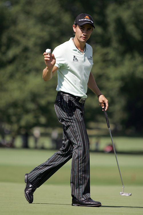 09 August 2007: Camilo Villegas salutes the crowd after draining a birdie on the 3rd green during the first round of the 89th PGA Championship at Southern Hills Country Club in Tulsa, OK.