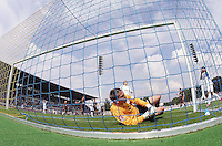 Jena , 190807 , Saison 2007/2008 ; Fussball 2.Bundesliga FC Carl Zeiss Jena , FC Carl Zeiss Jena - FC St. Pauli  Torwart Patrick Borger (Pauli) landet nach Parade im Tor