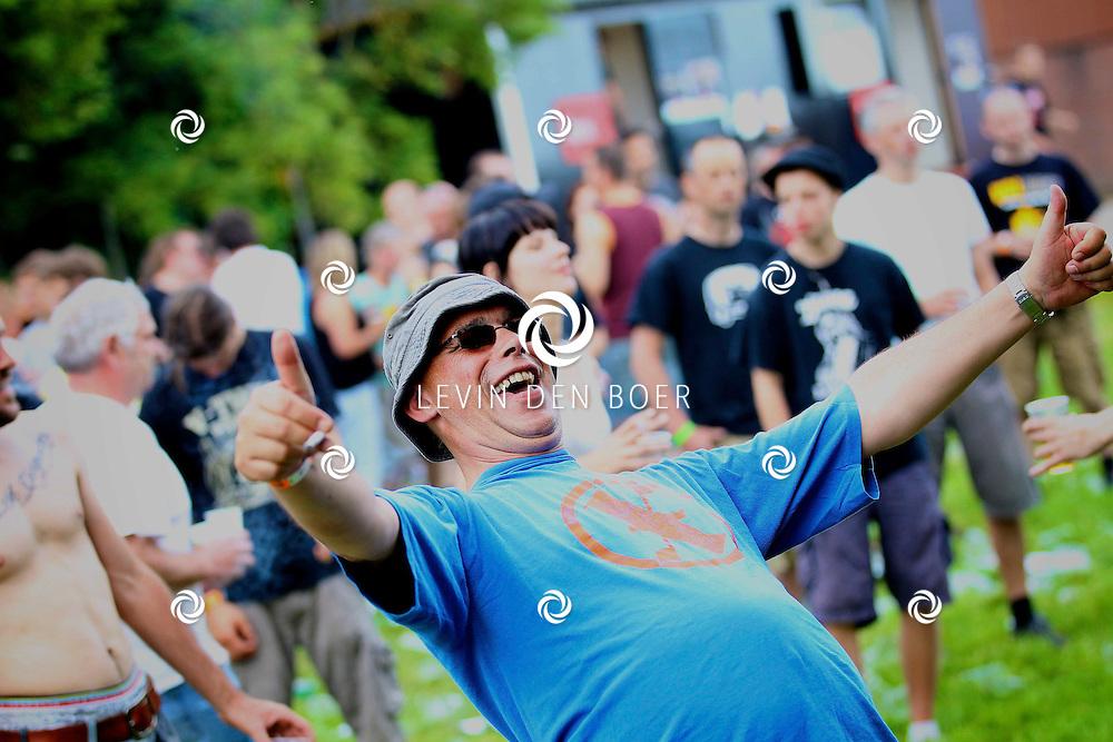 ROSSUM - Het festival RosRock 2012 trok weer veel bezoekers. Ook konden de gasten weer slapen op de bijbehorende camping van RosRock. FOTO LEVIN DEN BOER - PERSFOTO.NU