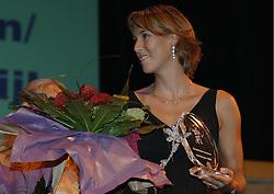08-10-2006 VOLLEYBAL: GALA 2006: DOETINCHEM<br /> In de schouwburg van Doetinchem werd het volleybalgala 2006 gehouden / Merel Mooren<br /> ©2006-WWW.FOTOHOOGENDOORN.NL