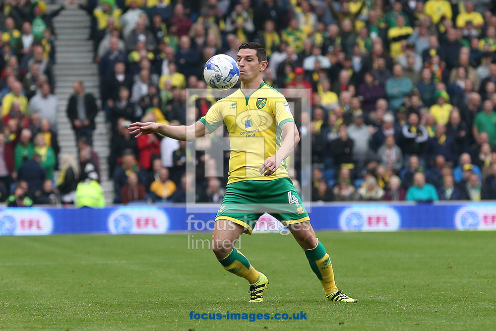 Graham Dorrans of Norwich in action during the Sky Bet Championship match at the American Express Community Stadium, Brighton and Hove<br /> Picture by Paul Chesterton/Focus Images Ltd +44 7904 640267<br /> 29/10/2016