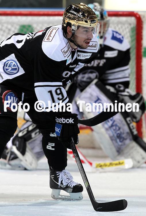 12.10.2013, Turku-halli, Turku.<br /> J&auml;&auml;kiekon SM-liiga 2012-13. TPS - Blues.<br /> Francis Par&eacute; - TPS