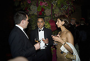 STEPHEN HUMPHRIES, KUMAR SONI AND RASHMI SONI. Cartier Dinner to celebrate the re-opening of the Cartier U.K. flagship store, New Bond St. Natural History Museum. 17 October 2007. -DO NOT ARCHIVE-© Copyright Photograph by Dafydd Jones. 248 Clapham Rd. London SW9 0PZ. Tel 0207 820 0771. www.dafjones.com.