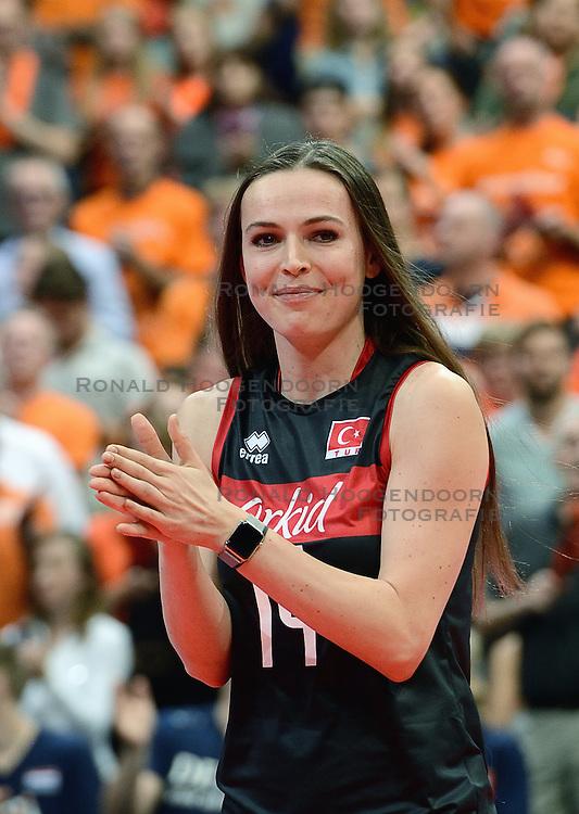 04-10-2015 NED: Volleyball European Championship Final Nederland - Rusland, Rotterdam<br /> Nederland verliest kansloos met 3-0 van het sterke Rusland / Gozde Yilmaz