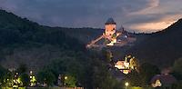 Burg Karlstein befindet sich ca 20 km südwestlich von Prag.