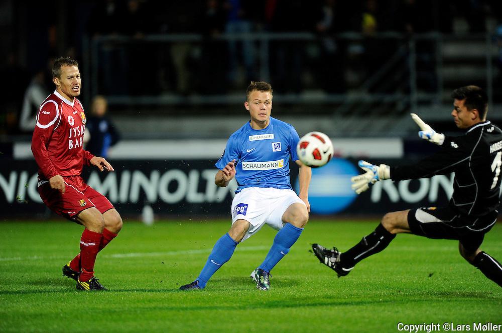 DK:<br /> 20100920, Lyngby, Danmark:<br /> Fodbold Superliga, Lyngby-FC Nordsj&aelig;lland: <br /> Nicolai Stokholm, FC Nordsj&aelig;lland, FCN., Emil Larsen, Lyngby Boldklub. Keeper Jesper Hansen, FC <br /> Foto: Lars M&oslash;ller<br /> UK: <br /> 20100920, Lyngby, Denmark:<br /> Football Superleague, Lyngby-FC Nordsj&aelig;lland: <br /> Nicolai Stokholm, FC Nordsj&aelig;lland, FCN., Emil Larsen, Lyngby Boldklub. Keeper Jesper Hansen, FC <br /> Photo: Lars Moeller