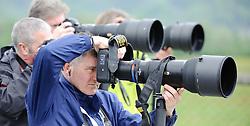 19.05.2010, Arena, Irdning, AUT, FIFA Worldcup Vorbereitung, Training England, im Bild ein Feature mit Fotografen, Nikon, EXPA Pictures © 2010, PhotoCredit: EXPA/ S. Zangrando / SPORTIDA PHOTO AGENCY