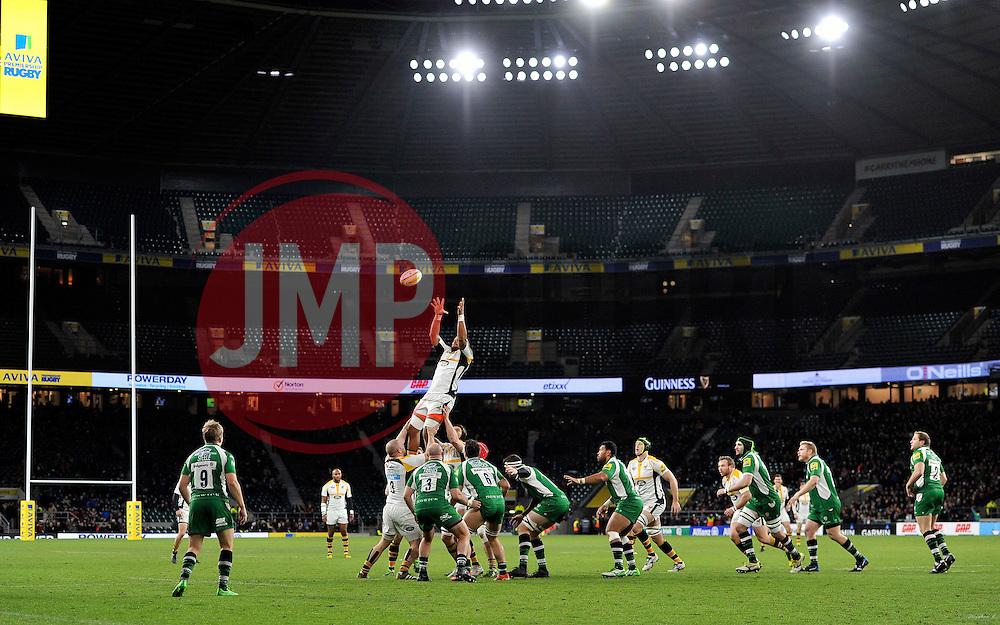 Nathan Hughes of Wasps rises high to win lineout ball - Mandatory byline: Patrick Khachfe/JMP - 07966 386802 - 28/11/2015 - RUGBY UNION - Twickenham Stadium - London, England - London Irish v Wasps - Aviva Premiership.