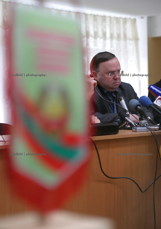 Lizkai Walerij Anatoljewitsch, Aussenminister der international nicht anerkannten Republik Transnistrien, bei einer Pressekonferenz in Tiraspol. / Lizkai Walerii Anatoljewitsch, the minister of foreign affairs of the unrecognized Republic of Transnistria during a press meeting in Tiraspol.