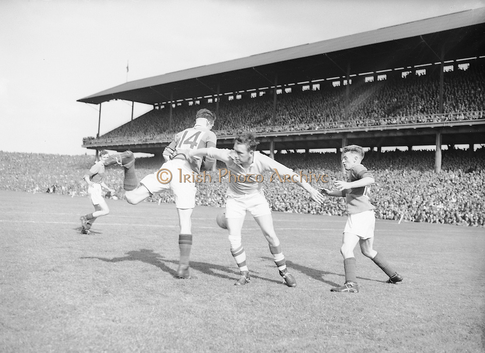 Neg No: .871/a1908-a1919...14081955AISFCSF...14.08.1955.All Ireland Senior Football Championship - Semi-Final..Kerry.2-10 Cavan.1-13..