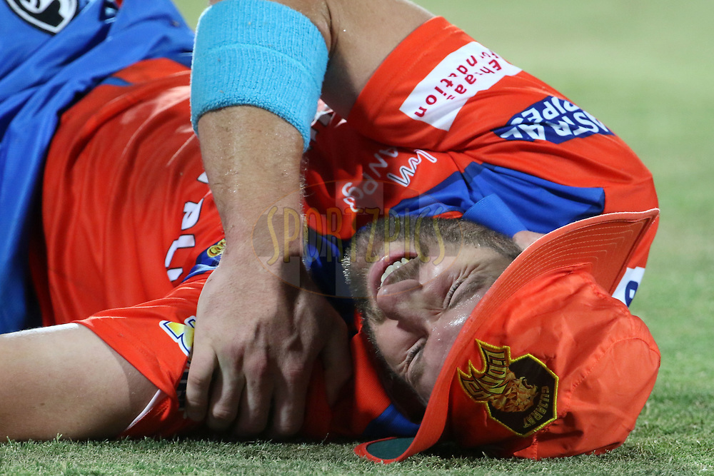 Andrew Tye of the Gujarat Lions reacts after getting injured during match 35 of the Vivo 2017 Indian Premier League between the Gujarat Lions and the Mumbai Indians  held at the Saurashtra Cricket Association Stadium in Rajkot, India on the 29th April 2017<br /> <br /> Photo by Vipin Pawar - Sportzpics - IPL