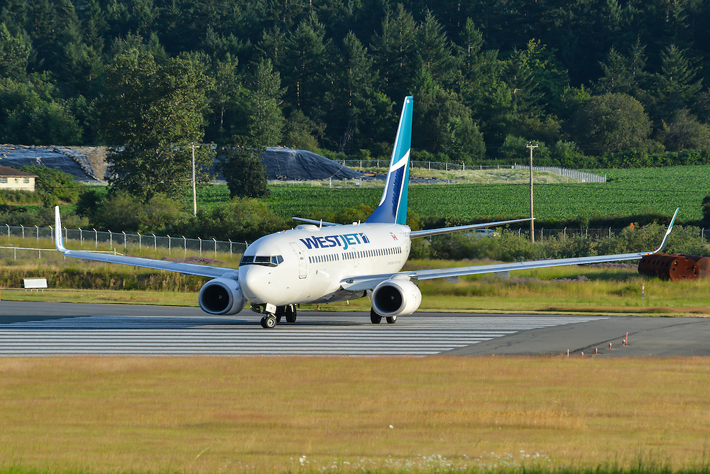 Westjet Boeing 737-700 prepares for take off at CYYJ Victoria