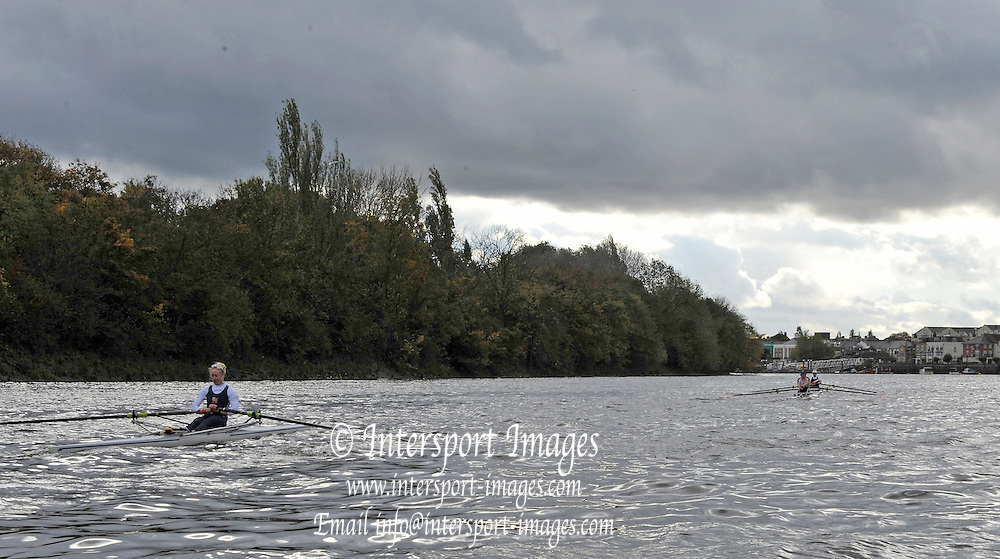 Putney, GREAT BRITAIN,  left to right, Imogen WALSH, Debbie FLOOD and Beth RODFORD,  during the 2012 Wingfield Sculls raced over the championship course. Putney to Mortlake, Thursday  01/11/2012 [Mandatory Credit, Peter Spurrier/Intersport-images]