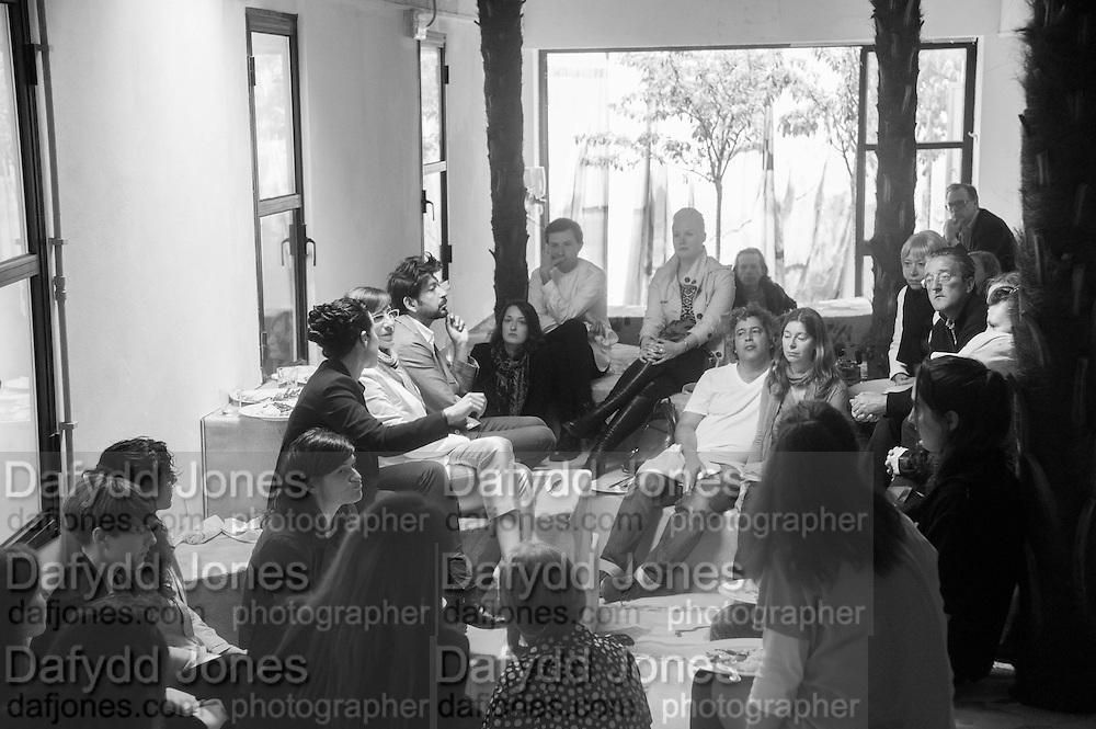SARAH SZE, Bloomberg Venice Conversations, Siddhartha Mukherjee, Rirkrit Tiravanija and Tomas Vu Daniel cook lunch for Sarah Sze. Palazzo Peckham. Venice. Venice Bienalle. 31 May 2013