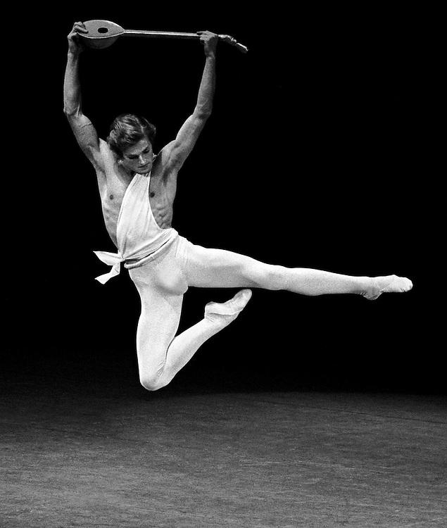 Peter Martins in Apollo.New York City Ballet.Credit Photo ©Paul Kolnik.Choreography by George Balanchine