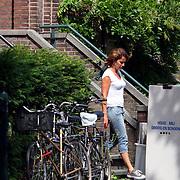 NLD/Amsterdam/20070725 - Verhuizing van Jack Spijkerman na zijn scheiding, ex partner Jennemiek Leijssen helpt mee verhuizen
