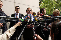 28 AUG 2004, BERLIN/GERMANY:<br /> Gerhard Schroeder, SPD, Bundeskanzler, gibt wartenden Journalisten ein kurzes Statement, vor Beginn der Klausursitzung des SPD Parteivorstandes, vor dem Willy-Brandt-Haus<br /> IMAGE: 20040828-01-021<br /> KEYWORDS: Mikrofon, microphone, Journalist, Journalisten, Pressekonferenz, Gerhard Schröder