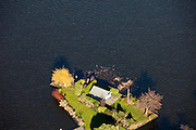 Nederland, Zuid-Holland, Reeuwijk, 20-03-2009. Recreatiewoning op een (schier)eiland in de Reeuwijksche Plassen. Holliday house on a pensinsula in the ponds of the village of Reeuwijk (Reeuwijksche Plassen)..Swart collectie, luchtfoto (toeslag); Swart Collection, aerial photo (additional fee required); .foto Siebe Swart / photo Siebe Swart