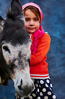 Tadjikistan, Asie centrale, Monts Fan, la vallée du Yagnob, portrait d'une jeune fille // Tajikistan, Central Asia, Fann Mountains, Yagnob valley, young girl portrait