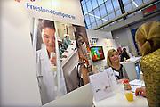 Nederland, Amsterdam, 16-3-2013De carrierebeurs in de RAI. Banenmarkt voor kader en hoogopgeleid personeel, mensen.Beurs voor studenten, starters op de arbeidsmarkt met een technische, economische, bedrijfskundige,  juridische of informatica opleiding. Grootste banenmarkt van Nederland voor wie bijna afgestudeerd of werkzoekend is. Friesland Campina melkproducent.Foto: Flip Franssen/Hollandse Hoogte