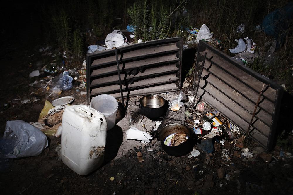 Rifiuti prodotti da un accampamento di rifugiati Afagani<br /> <br /> Waste of a camp of Afghan refugees