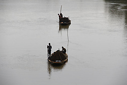 September 6, 2017 - Jhelum, Jammu and Kashmir, India - Kashmiri boatmen extract sand from river Jehlum in Baramulla district  in the Indian state of Jammu and Kashmir on 7 September 2017. (Credit Image: © Nasir Kachroo/NurPhoto via ZUMA Press)