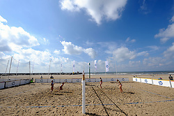 19-08-2011 VOLLEYBAL: NK BEACH VOLLEYBAL: SCHEVENINGEN<br /> Beach Swatch Tour Court 2, strand, zee, HP, beach item<br /> ©2011-FotoHoogendoorn.nl