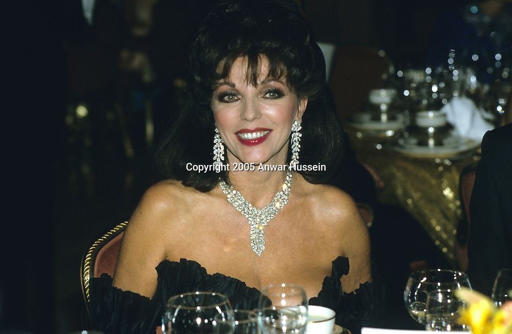 Joan Collins attends a banquet in November 1985 in Palm Springs, USA.  (Photo by Anwar Hussein)