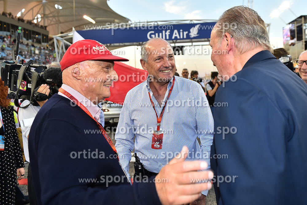 03.04.2016, International Circuit, Sakhir, BHR, FIA, Formel 1, Grand Prix von Bahrain, Rennen, im Bild Niki Lauda (AUT) Mercedes AMG F1 Non-Executive Chairman, Ron Dennis (GBR) McLaren Executive Chairman and Juan Carlos of Spain on the grid // during Race for the FIA Formula One Grand Prix of Bahrain at the International Circuit in Sakhir, Bahrain on 2016/04/03. EXPA Pictures &copy; 2016, PhotoCredit: EXPA/ Sutton Images<br /> <br /> *****ATTENTION - for AUT, SLO, CRO, SRB, BIH, MAZ only*****