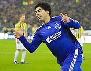 08-02-2009: voetbal: Vitesse - Ajax: Arnhem: Eredivisie: Luis Suarez scoort de 1-1: fotograaf: Orangepictures / Joep Leenen