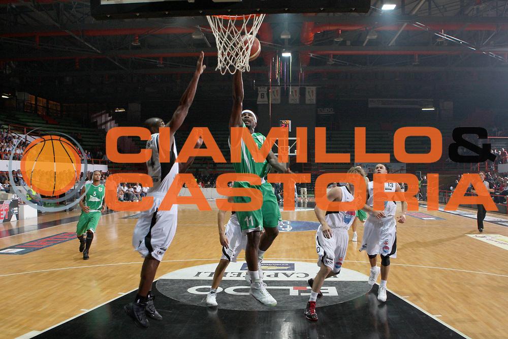 DESCRIZIONE : Caserta Lega A 2009-10 Basket Amichevole Trofeo Irtet Citta di Caserta Pepsi Juve Caserta Air Avellino<br /> GIOCATORE : Brown Dee<br /> SQUADRA : Air Avellino<br /> EVENTO : Campionato Lega A 2009-2010 <br /> GARA : Pepsi Juve Caserta Air Avellino<br /> DATA : 26/09/2009<br /> CATEGORIA : tiro penetrazione <br /> SPORT : Pallacanestro <br /> AUTORE : Agenzia Ciamillo-Castoria/C.De Massis<br /> Galleria : Lega Basket A 2009-2010 <br /> Fotonotizia : Caserta Lega A 2009-10 Basket Amichevole Trofeo Irtet Citta di Caserta Pepsi Juve Caserta Air Avellino<br /> Predefinita :