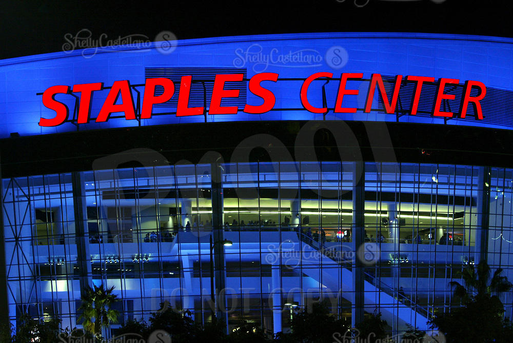 November 13, 2003:  E xterior view of the Los Angeles Staples Center  at night with NHL fans inside. Home to the NBA, NHL, WNBA and more special events.  Mandatory Credit: Photo By Shelly Castellano/THN
