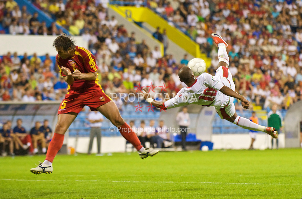 PODGORICA, MONTENEGRO - Wednesday, August 12, 2009: Wales' Robert Earnshaw in action against Montenegro during an international friendly match at the Gradski Stadion. (Photo by David Rawcliffe/Propaganda)