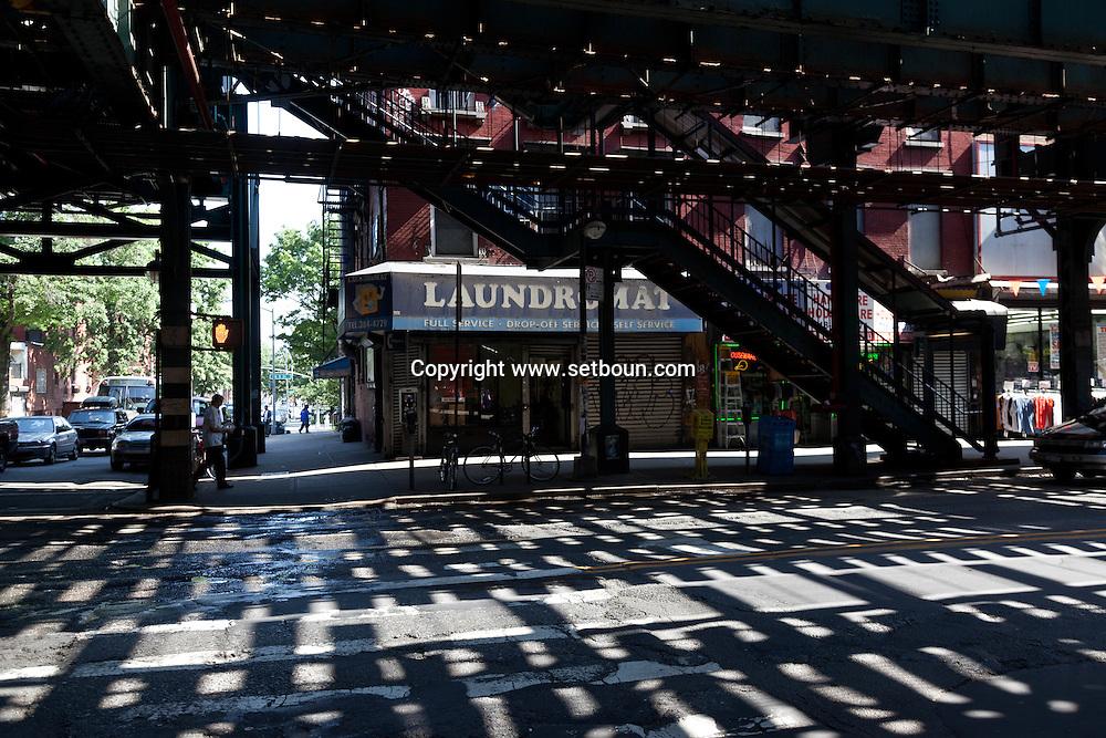 New York. Brooklyn.  Marcy elevated subway station in Brooklyn . elevated subway / Brooklyn. station de metro marcy .metro aerien. New york