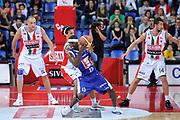DESCRIZIONE : Pesaro Lega A 2011-12 Scavolini Siviglia Pesaro Bennet Cantu Quarti di Finale Play off gara 4<br /> GIOCATORE : Doron Perkins<br /> CATEGORIA : palleggio fallo<br /> SQUADRA : Bennet Cantu<br /> EVENTO : Campionato Lega A 2011-2012 Quarti di Finale Play off gara 4<br /> GARA : Scavolini Siviglia Pesaro Bennet Cantu<br /> DATA : 24/05/2012<br /> SPORT : Pallacanestro <br /> AUTORE : Agenzia Ciamillo-Castoria/C.De Massis<br /> Galleria : Lega Basket A 2011-2012  <br /> Fotonotizia : Pesaro Lega A 2011-12 Scavolini Siviglia Pesaro Bennet Cantu Quarti di Finale Play off gara 4<br /> Predefinita :