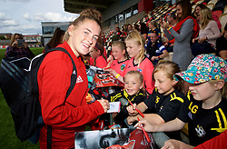 NEWPORT, WALES - Thursday, August 30, 2018: Wales' Rachel Rowe signs autographs for young supporters after a training session at Rodney Parade ahead of the final FIFA Women's World Cup 2019 Qualifying Round Group 1 match against England. (Pic by David Rawcliffe/Propaganda)