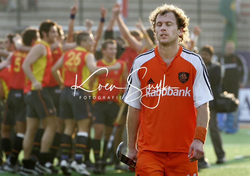 Champions Trophy Hockey mannen finale Nederland-Spanje (2-4). Teun de Nooijer is verslagen. De Spanjaarden vieren feest.